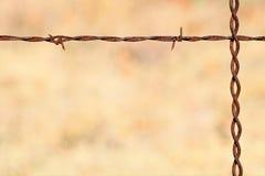 生锈的铁丝网背景 库存图片