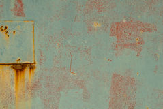 生锈的铁表面与老油漆纹理背景残余的  免版税库存照片