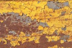 生锈的铁表面与老油漆纹理背景残余的  免版税图库摄影
