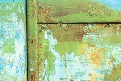 生锈的铁表面与老油漆背景残余的  免版税库存图片