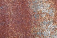 生锈的铁表面与老油漆,切削的油漆,纹理背景残余的  免版税库存图片