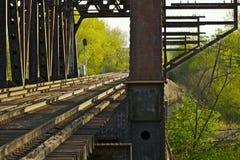 生锈的铁路桥梁 库存图片