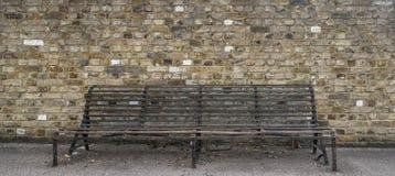 生锈的铁长凳 免版税库存照片