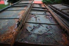 生锈的铁门,门,葡萄酒金属门, 免版税库存照片