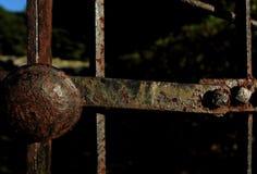 生锈的铁门 库存图片