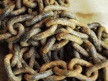生锈的链堆 免版税库存照片