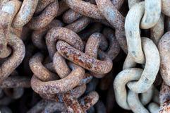 生锈的链子关闭在细节 免版税库存照片