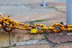 生锈的链子和挂锁 免版税图库摄影