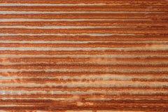 生锈的锌波状钢金属房屋板壁 库存图片