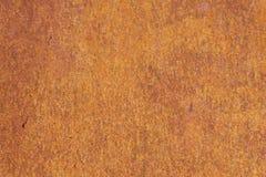生锈的黄色红色织地不很细金属表面 金属板的纹理是有倾向的对氧化作用和腐蚀 grunge 免版税图库摄影