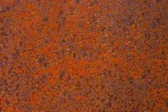生锈的黄色红色织地不很细金属表面 金属板的纹理是有倾向的对氧化作用和腐蚀 grunge 免版税库存图片