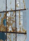 生锈的,打破的监狱玻璃 免版税库存图片