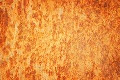 生锈的织地不很细金属背景。破裂的生锈的金属墙壁。 免版税库存图片
