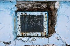 生锈的水池窗口 库存图片