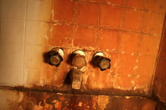 生锈的浴缸水龙头 免版税库存图片