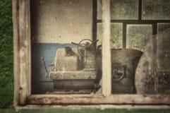 生锈的翻转机在老工厂 免版税库存图片