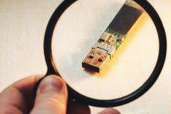 生锈的USB闪光推进连接器 库存照片