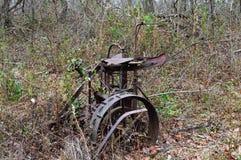 生锈设备的农场 免版税库存照片