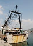 生锈钓鱼拖网渔船 免版税库存照片