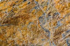 生锈,棕色,灰色,被抓的自然扔石头的织地不很细背景 库存照片