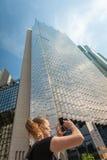 生长入天空的玻璃摩天大楼在多伦多,加拿大 免版税图库摄影