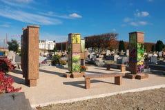 生长垂直殡葬缸巴黎郊区 库存图片