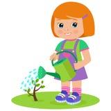 生长年轻花匠 有喷壶的逗人喜爱的动画片女孩 免版税库存照片
