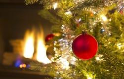 生长红色圣诞节装饰品 图库摄影
