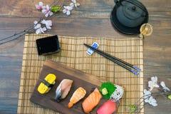 生鱼片寿司集合 免版税库存照片