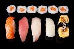 滚生鱼片寿司 库存图片