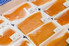生鱼片待售在鱼市上 免版税库存照片