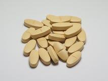维生素和补充药片 免版税库存照片