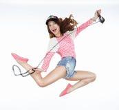 生活方式 动态生气蓬勃滑稽妇女跳跃 自由 库存图片