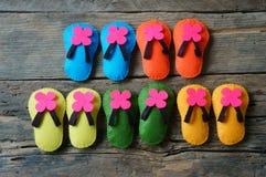 生活是五颜六色,美好的生活,手工制造的凉鞋 免版税库存图片
