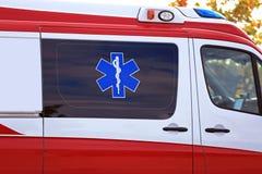 生活医疗标志星在救护车的 免版税库存图片