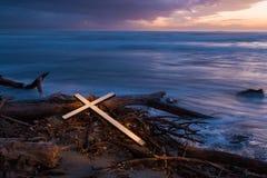 生活风暴十字架  库存照片