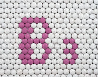 维生素B 3做了药片 免版税图库摄影
