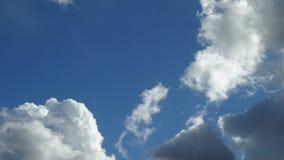 用不同的云彩的蓝天 免版税图库摄影