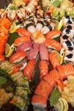 用不同的寿司卷的装饰的承办的宴会桌 免版税库存图片