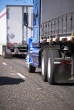 用不同的拖车的大半船具卡车护卫舰长期的和 免版税库存图片