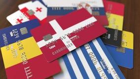 用不同的旗子的许多信用卡,强调了与丹麦的旗子的万一银行卡 库存例证