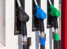 用不同的燃料的气泵喷管在加油站 免版税库存图片