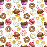 用不同的甜点和点心的无缝的背景 铺磁砖的油炸圈饼和杯形蛋糕样式 逗人喜爱的包装纸纹理 免版税图库摄影