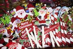 用不同的礼物的欧洲圣诞节市场摊位横幅 免版税库存图片