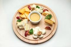 用不同的种类的一块板材乳酪 库存图片
