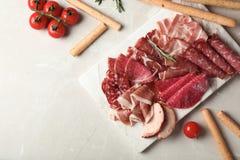 用不同的肉纤巧的平的被放置的文本的构成和空间 免版税库存图片