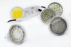 用不同的芯片的一些个GU10和MR16 LED电灯泡 免版税库存照片