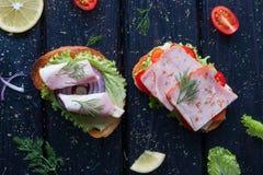 用不同的装填的三明治在菜附近 免版税图库摄影