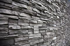 用不同的高度的被堆积的石墙 免版税库存图片