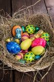 与复活节甜点的巢 免版税库存照片